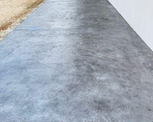 Trabajo realizado de hormigón impreso en modelo manta e color gris en olleria